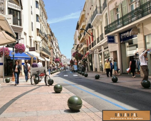 Rue d 'Antibes is a bit more affordable with trendy fashion brands like Esprit, Mango and Zara